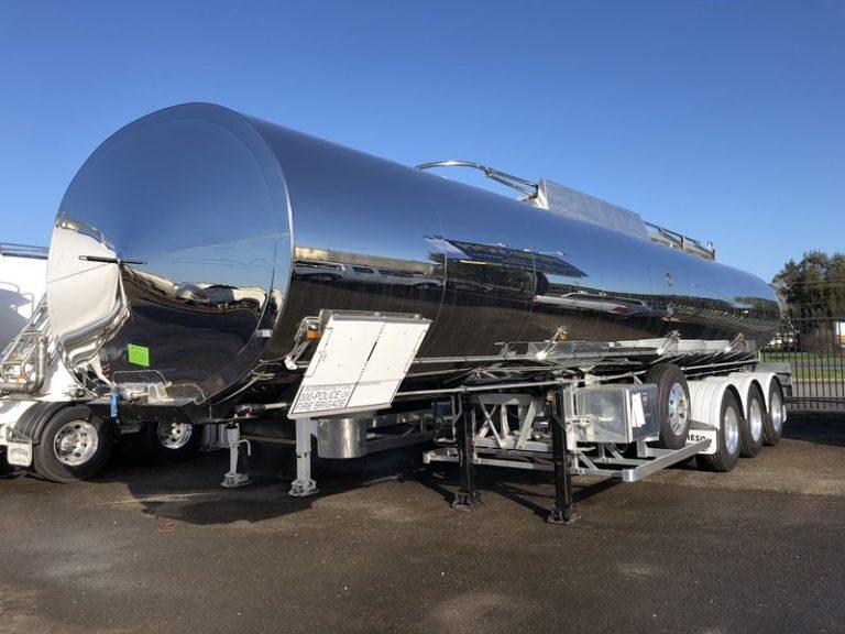 30,000 Litre Bitumen Tri Axle Tanker - Jamieson Trucks - Front Side View