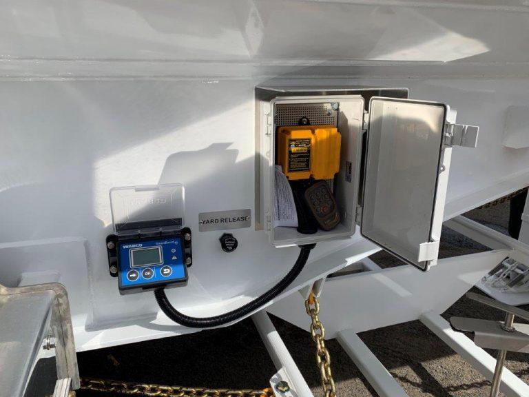 All-Purpose Remote Control Tri-Axle Semi Water Tanker 28kL