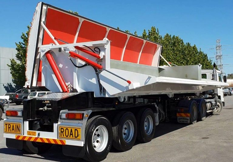 Hardox Side Tipper 8.5m - Operational View