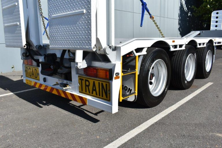 Drop Deck 45' - Bi-fold Rear Hydraulic Ramps - Front Ramps - Road Train - Semi - Tri Axle Trailer